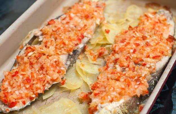Receta diet tica pescado sudado al horno comedera com for Cocinar berenjenas facil