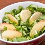 Ensalada saludable de Bok Choi, Rúgula y manzana