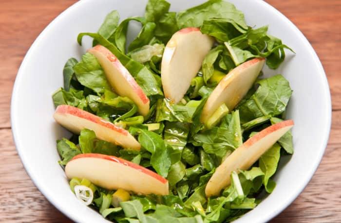 ensalada de rúcula y manzana