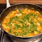curry de camarones