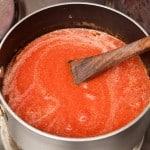 salsa de tomate cocinandose