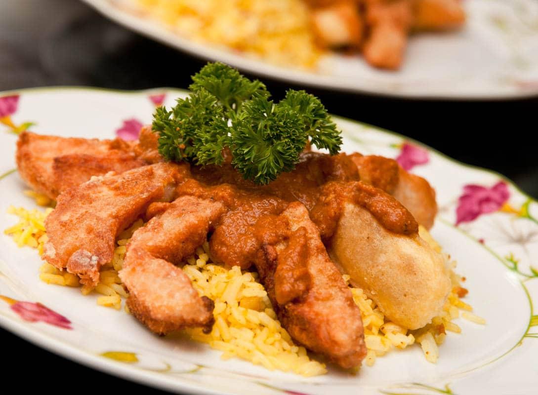 dedos de pescado rebozado con salsa de curry