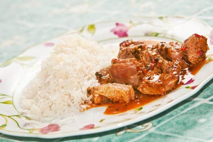 estofado de cerdo arroz blanco