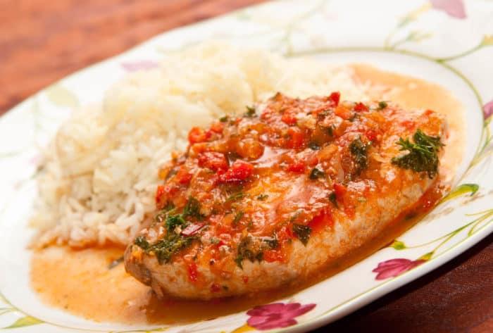 Esta receta de pescado queda perfecta acompañada con arroz blanco ...