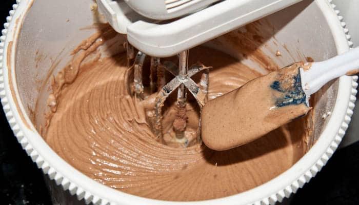 haciendo bizcocho de chocolate