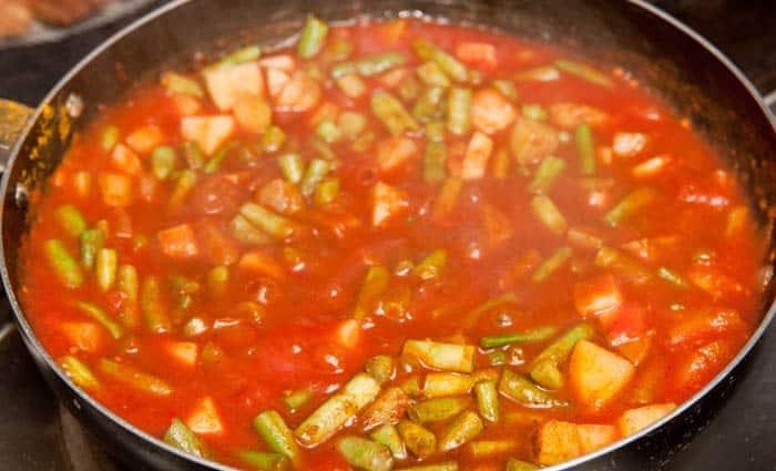 haciendo curry vegetariano