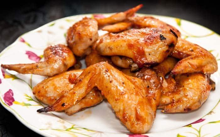 C mo hacer alitas de pollo al horno crujientes y deliciosas for Como cocinar filetes de pollo