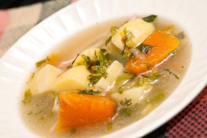 Como se prepara la sopa de verduras para bajar de peso