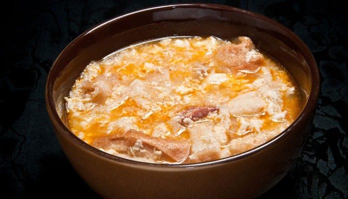 como se hace la sopa de pan y ajo