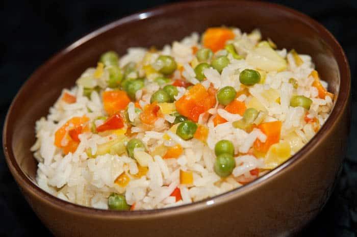 C mo hacer arroz con verduras comedera com for Cocinar 2 tazas de arroz