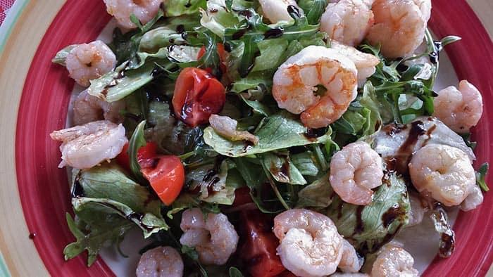 Ensalada de camarones receta f cil y saludable comedera com - Diferentes ensaladas de lechuga ...