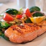 almuerzo saludable salmon a la plancha