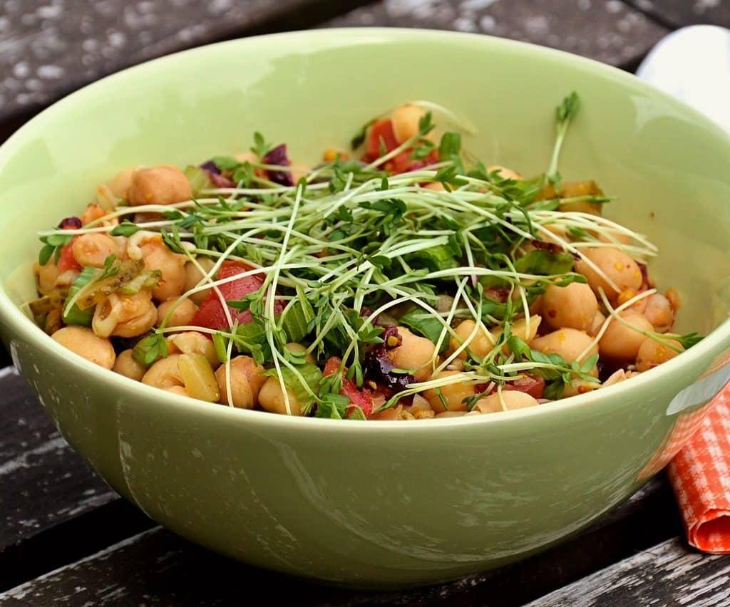 10 Recetas De Ensalada De Garbanzos Fáciles Y Deliciosas Comedera Recetas Tips Y Consejos Para Comer Mejor