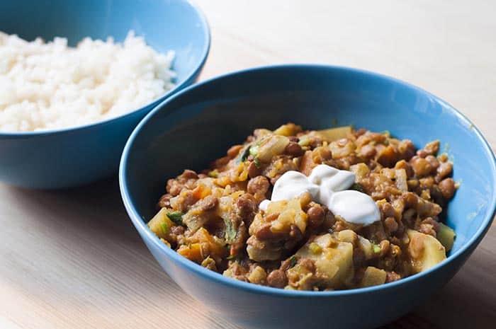 curry de lentejas y calabaza con yogurt