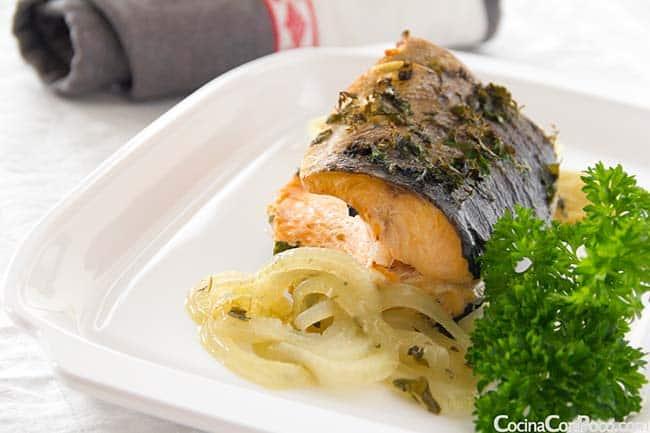 receta-salmon-al-horno-hierbas-aromaticas-CocinaConPoco.com-103