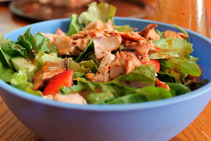 saludable ensalada de pollo picante