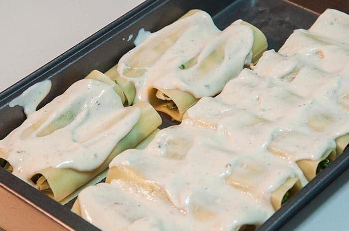 canelones rellenos de espinacas bechamel