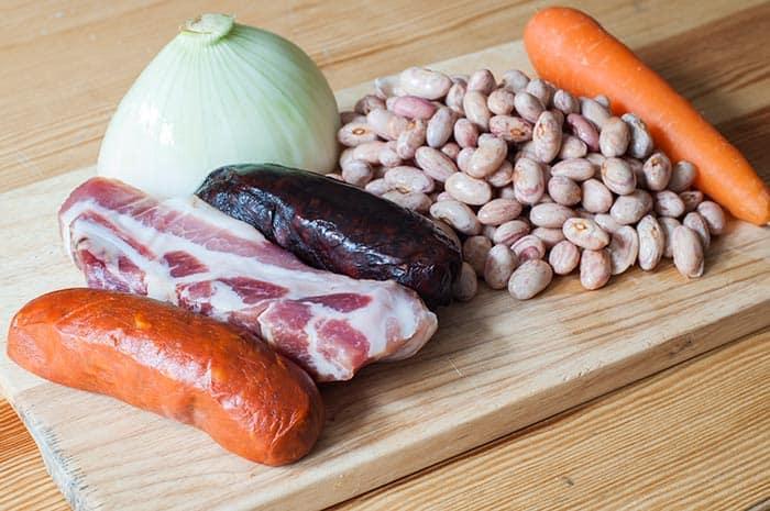 ingredientes para potaje de alubias pintas chorizo morcilla panceta