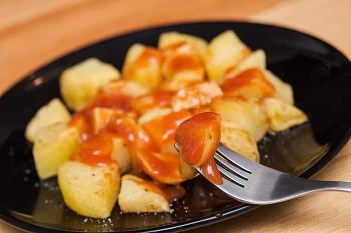 receta como hacer patatas bravas españolas