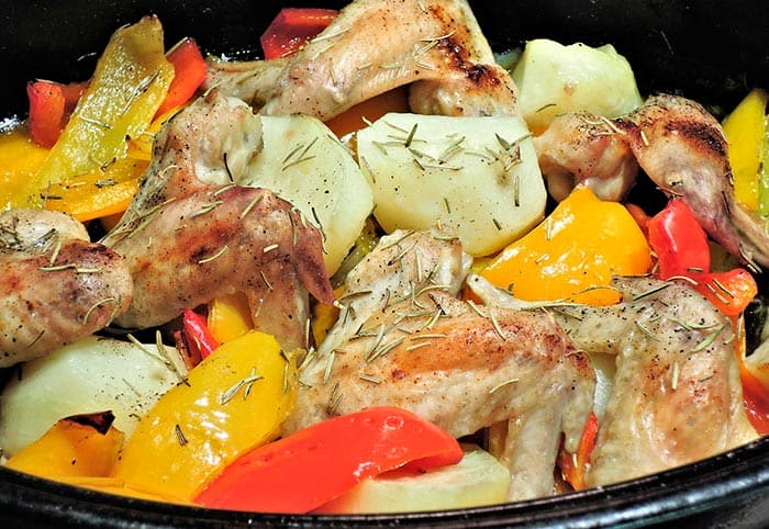 Receta de pollo asado con patatas comedera com for Cocinar un pollo entero