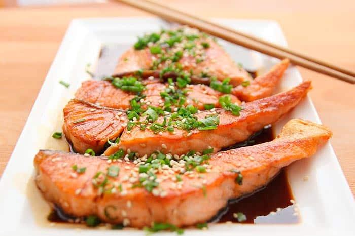 salmon salsa de soja