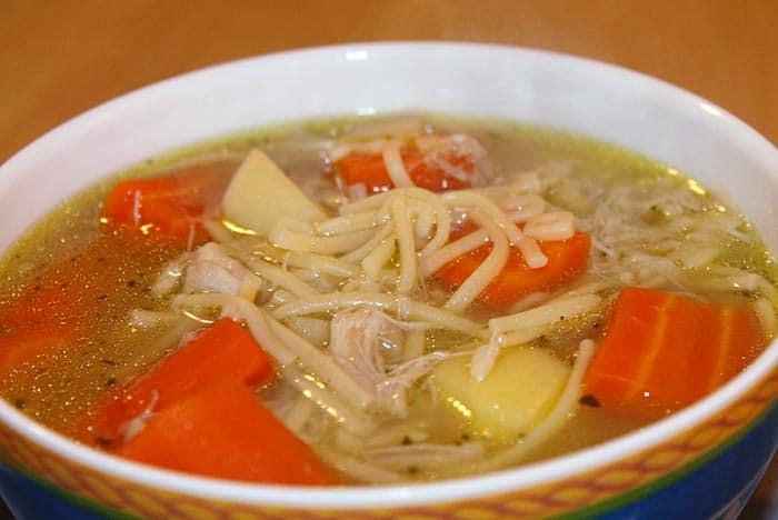 sopa de fideos casera