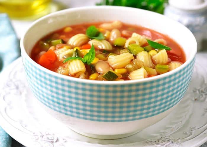 Sopa minestrone: receta tradicional y fácil - Comedera - Recetas, tips y  consejos para comer mejor.
