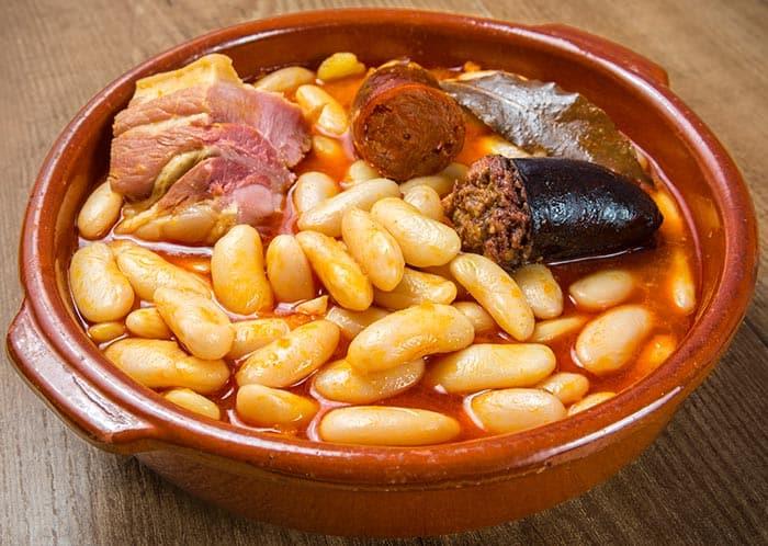 fabada asturiana, recette de cuisine espagnole typique