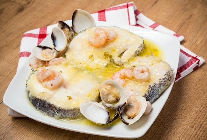 Merlu à la sauce verte, recette de cuisine typique duPays Basque Espagnol