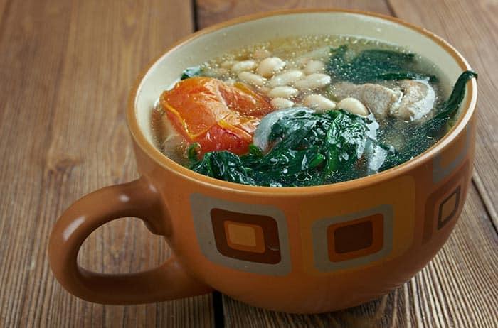 bouillon ou soupe Galicienne, un plat typique de la gastronomie espagnole