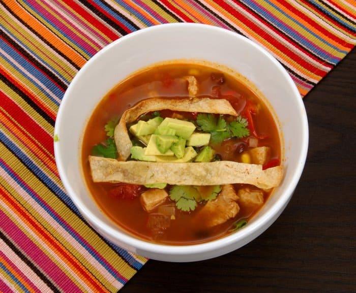 sopa de tortilla o sopa azteca