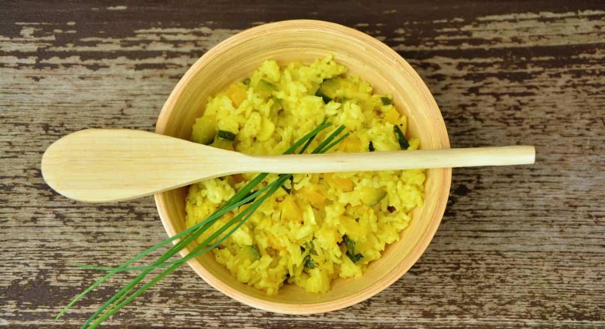 arroz con espinacas en un bowl