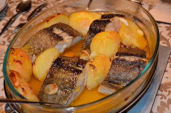 bandeja con bacalao a la portuguesa