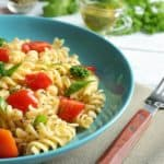plato de pasta con verduras