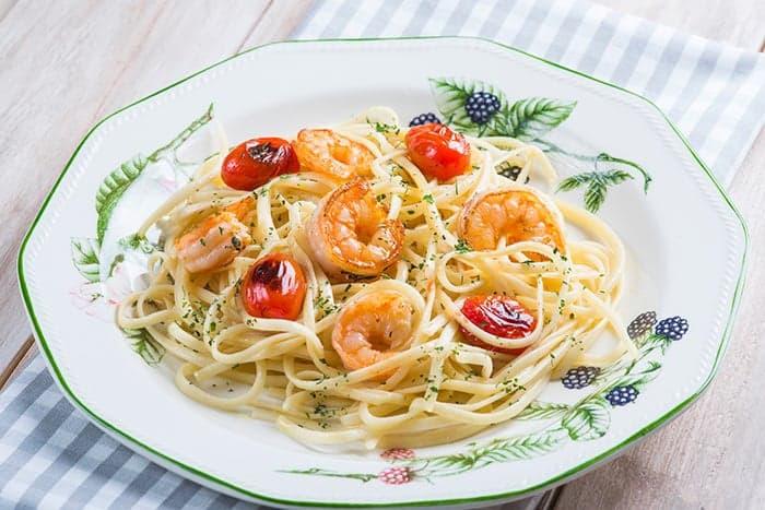plato de espaguetis con gambas