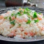 plato con risotto de gambas