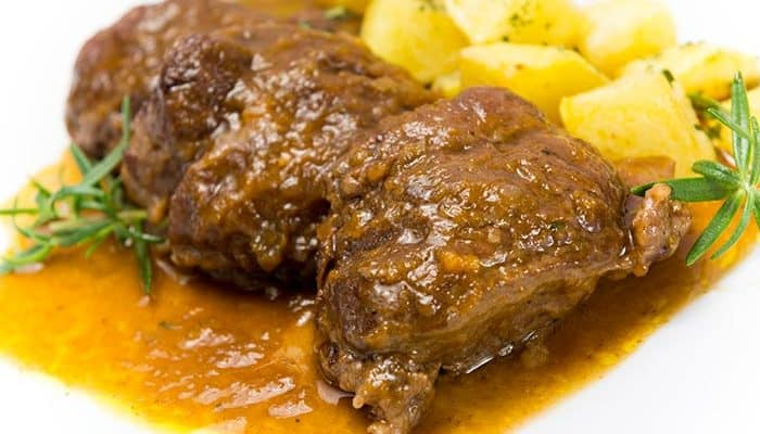 plato con carrillada en salsa