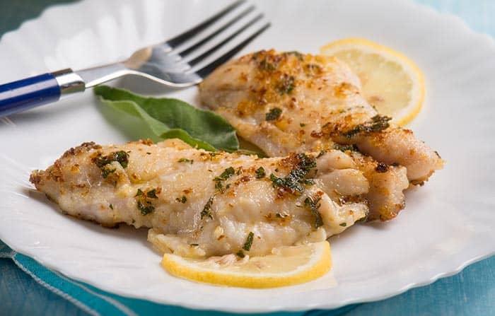 plato con filetes de pescadilla al horno