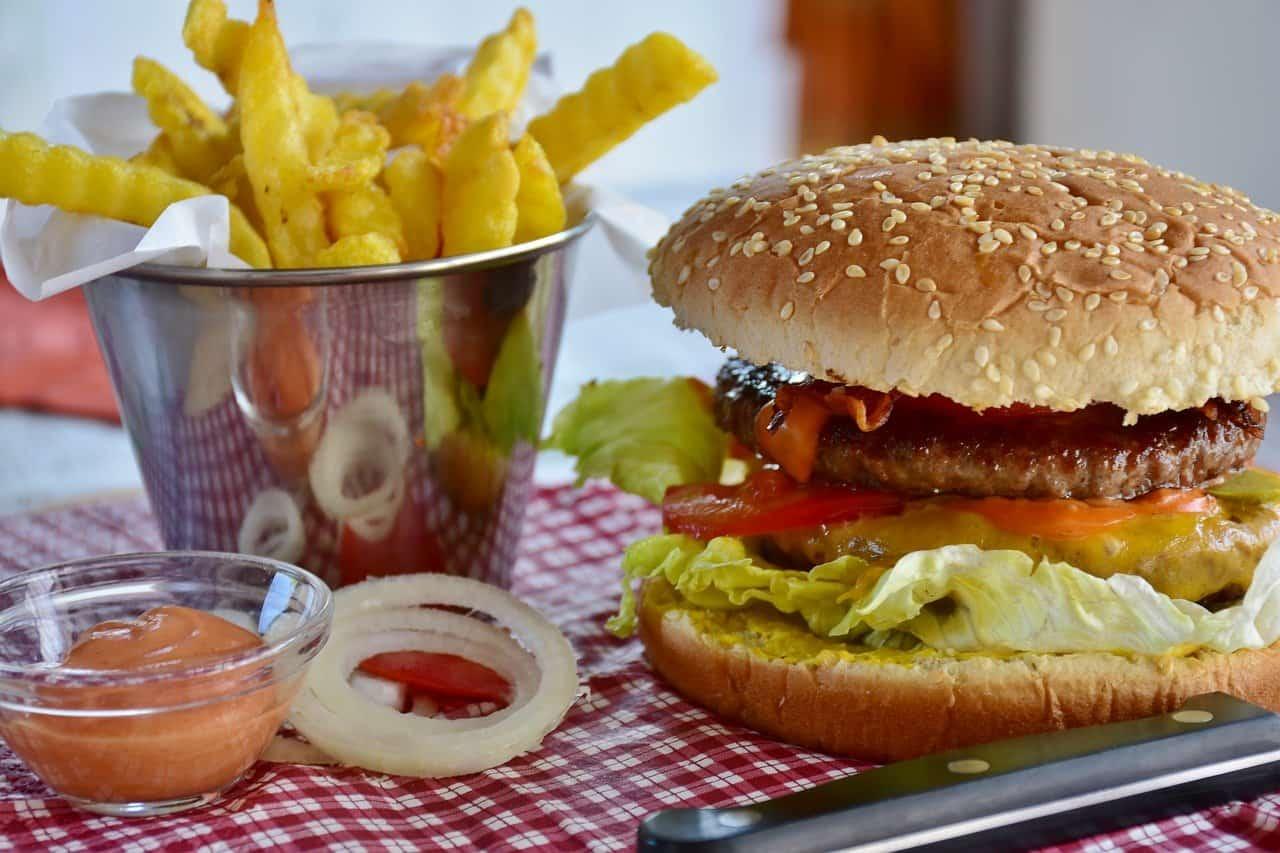 burger maison avec frites
