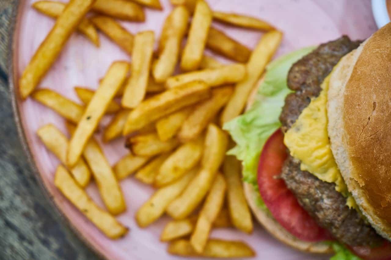 hamburger avec frites