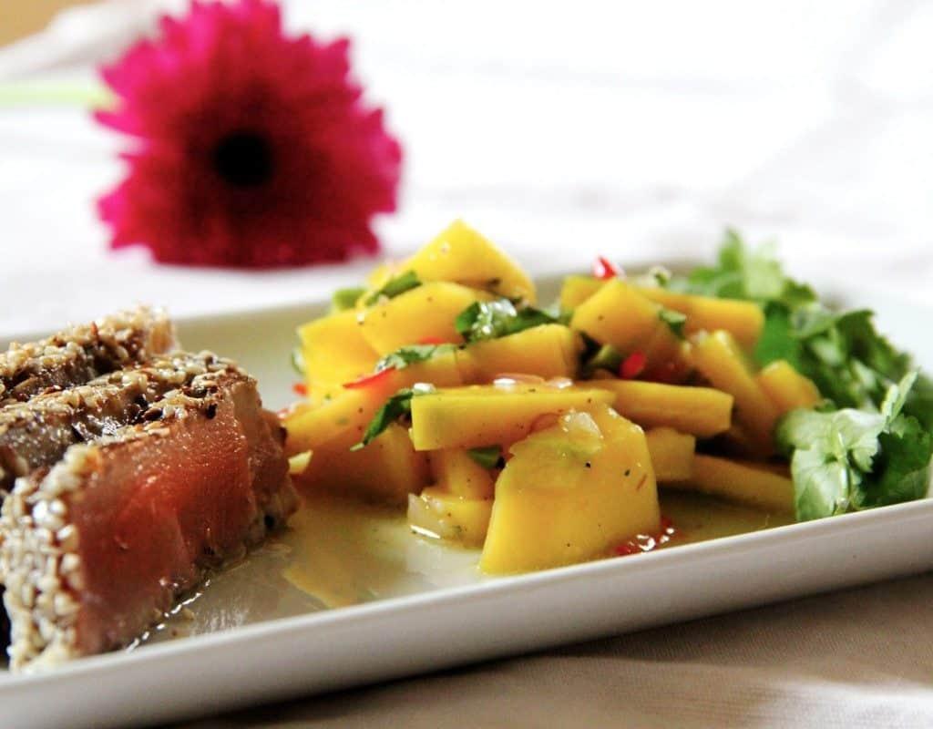 filete de atún con ensalada de mango