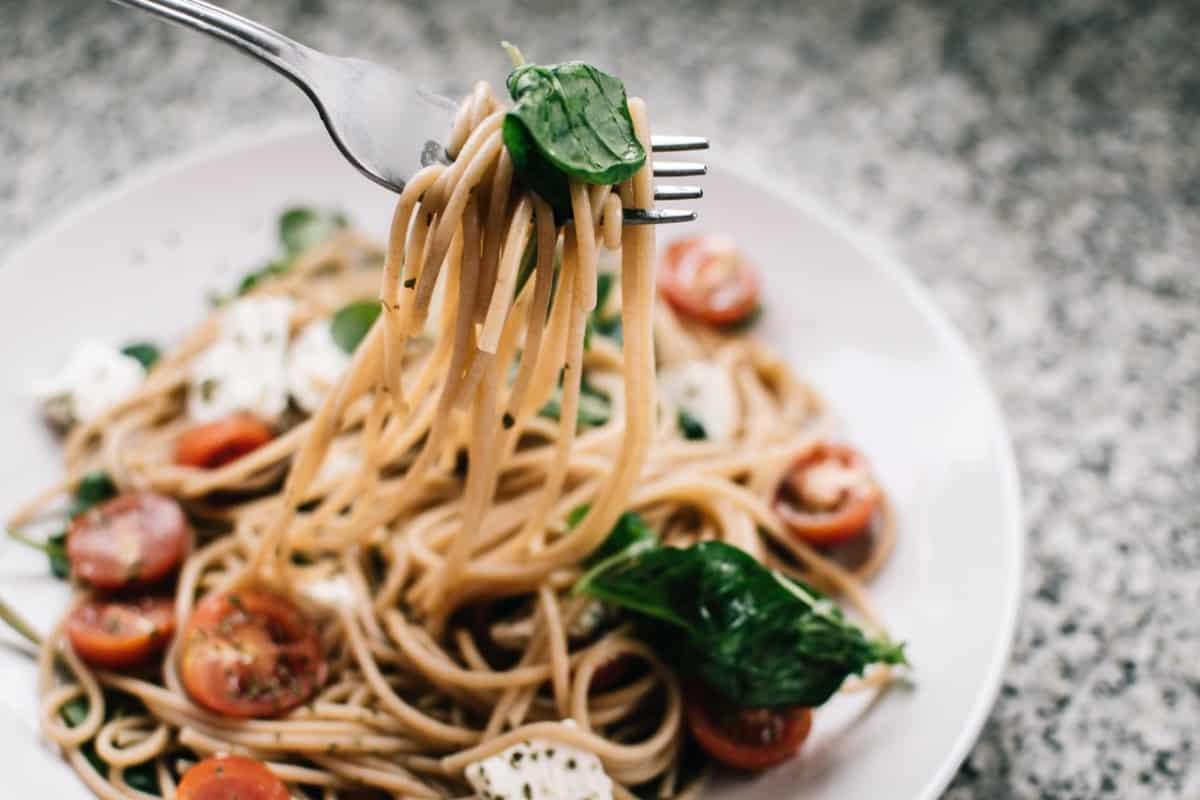 plato con espagueti