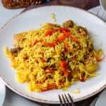 plato con arroz a la milanesa