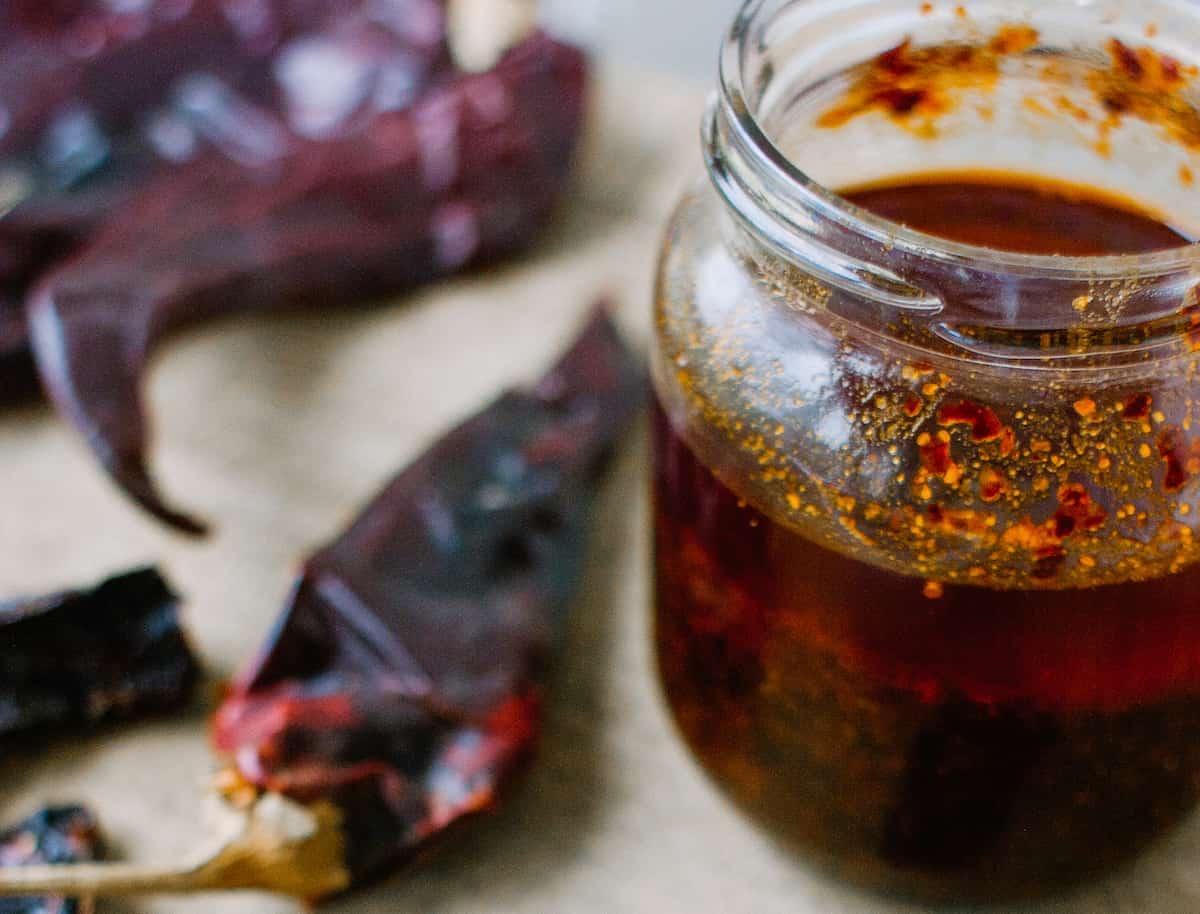 frasco con salsa macha