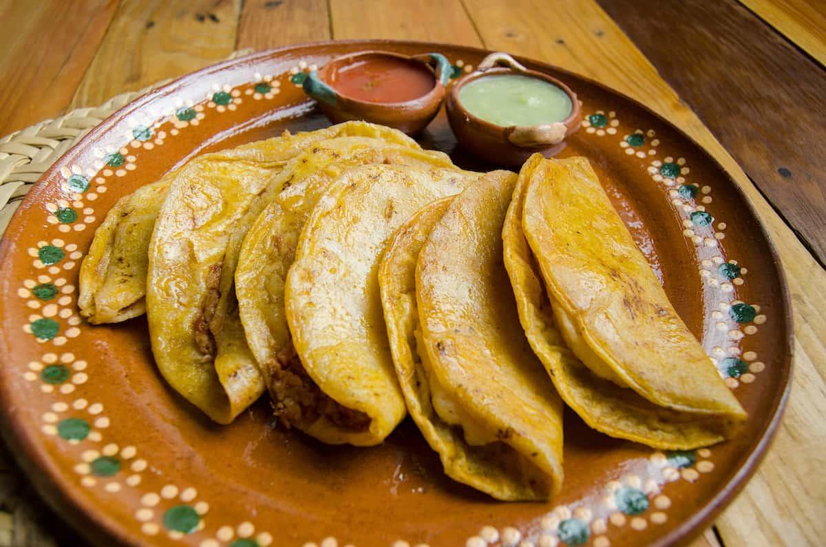 plato con tacos de canasta