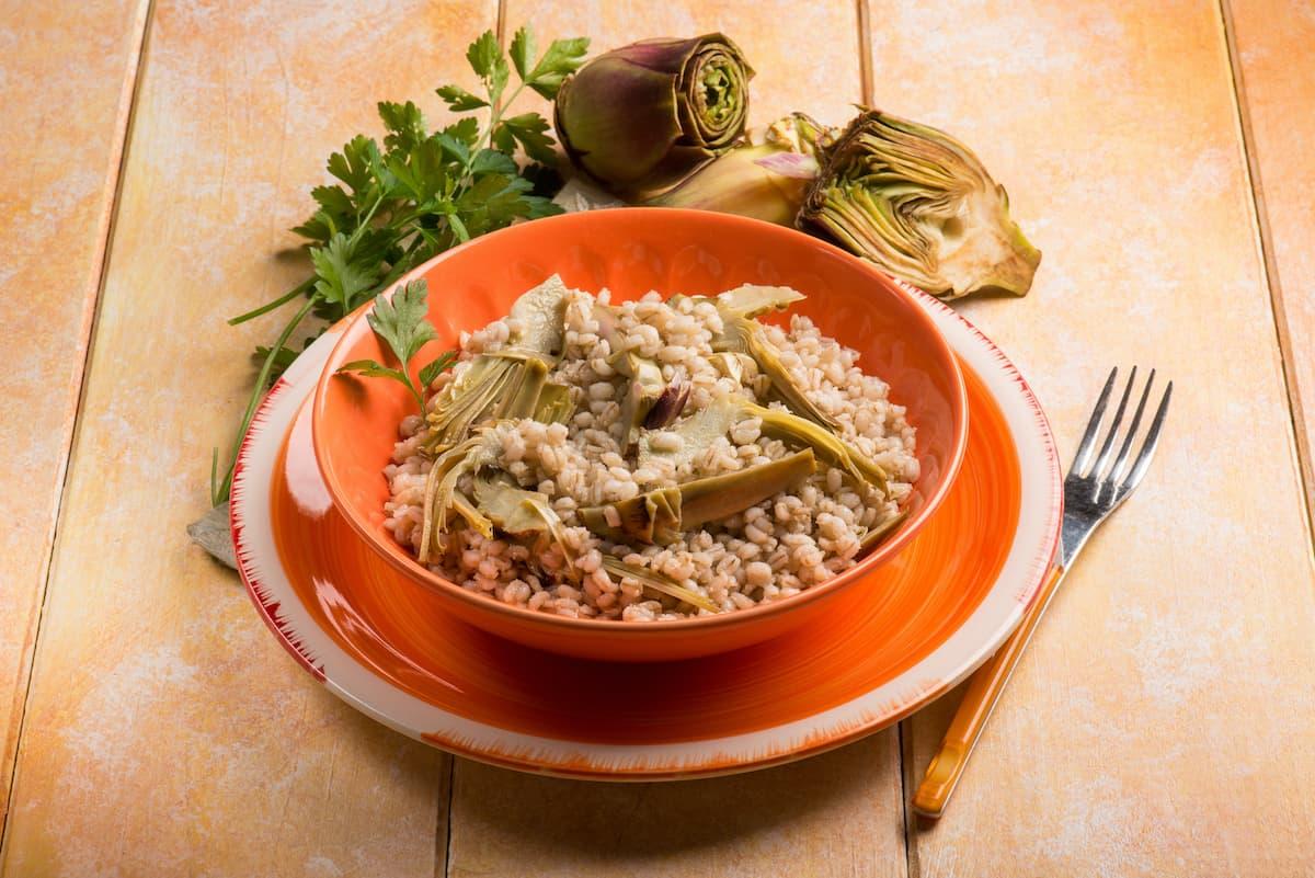 arroz con alcachofas en plato