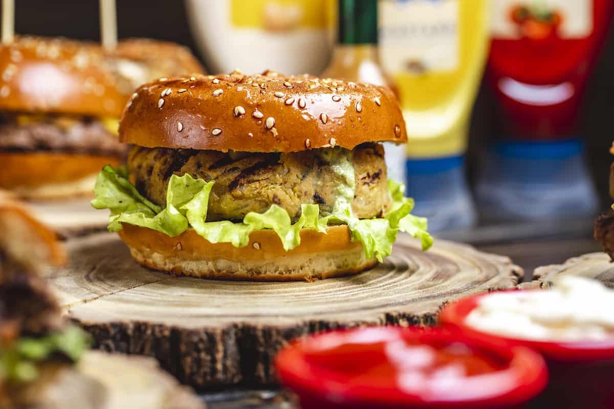 hamburguesas de garbanzos de costado
