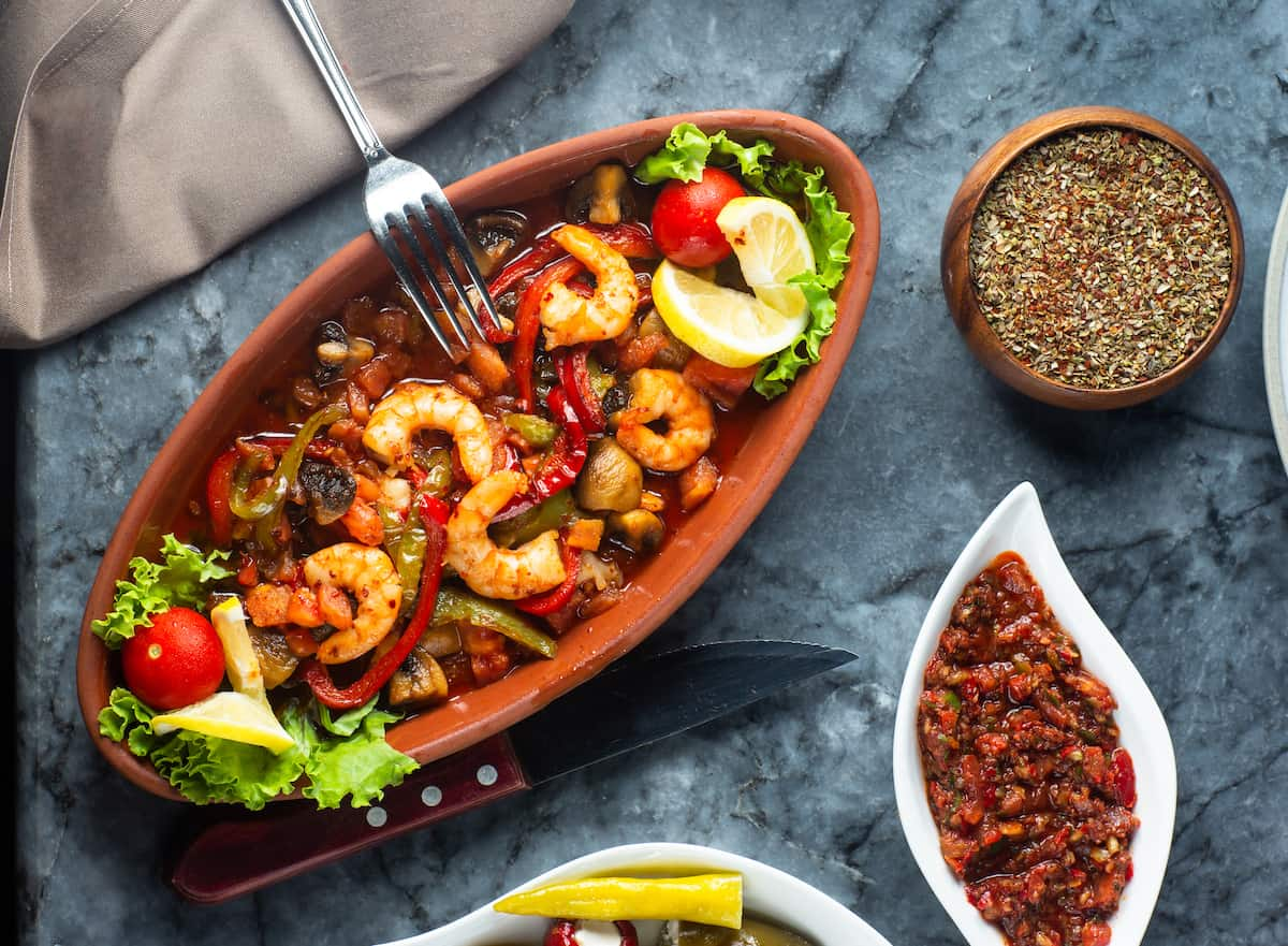 plato con salsa cajún casera